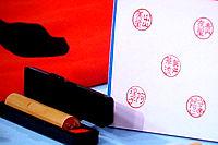 漢字Tシャツや外国人の名前を漢字にした判子なども人気