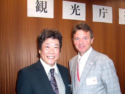 フィリップ・トルシエ氏と京都シルク社長